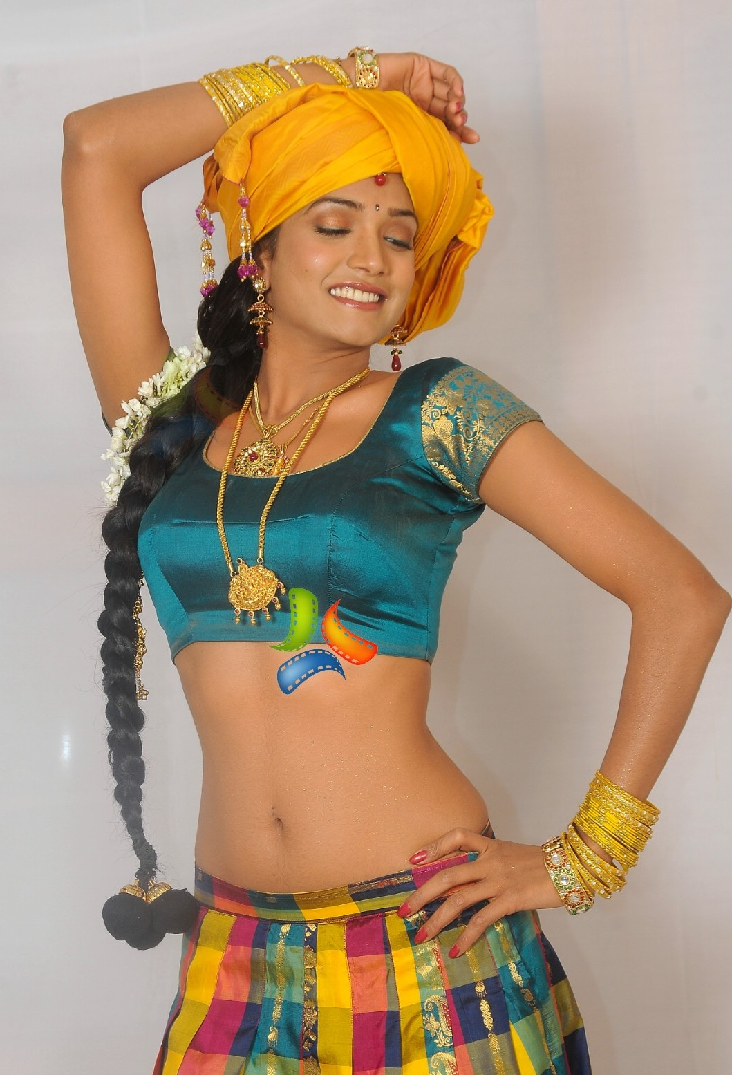 Hot Aunties Desi South Indian Village Girl In Half Saree Show-9342