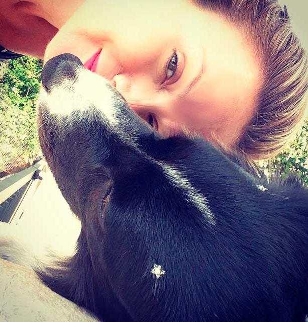 Eliana registra momento de carinho com  cachorrinha  que ganhou de Eduardo  Costa 03c20b2ff92