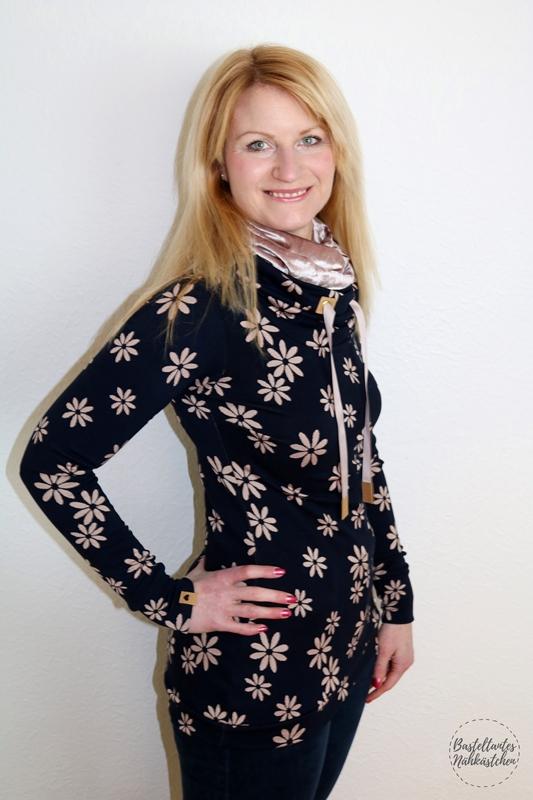 Missy 2.0 von Melians Kreatives Stoffchaos aus Jacquard Jersey Blau mit Blumen und Labels aus SnapPap Nähblog
