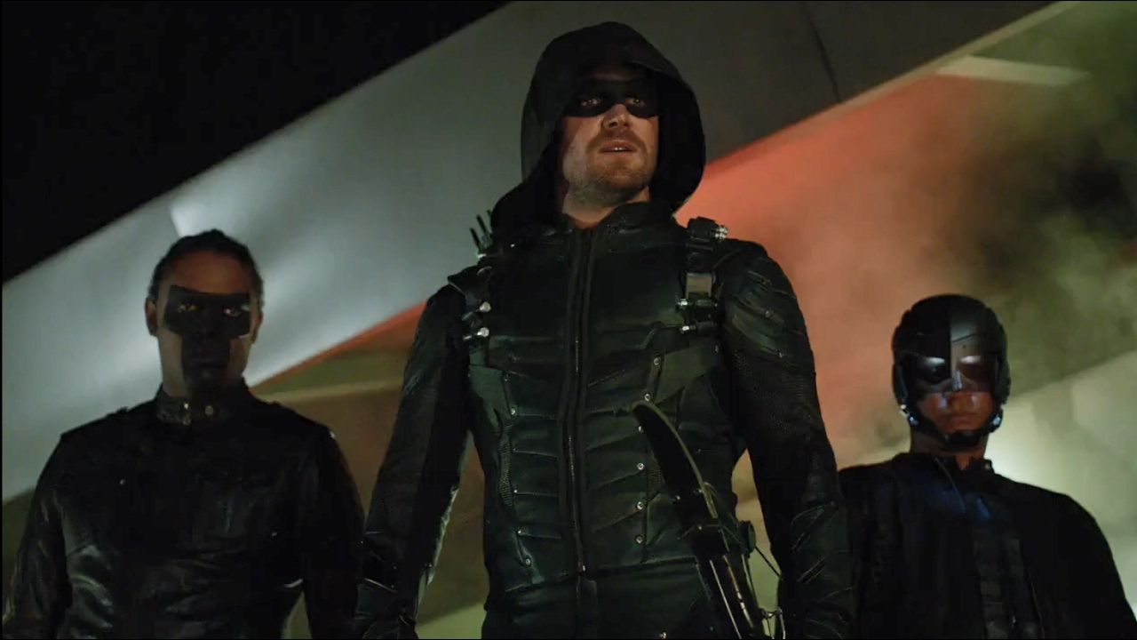 Stephen Amell, David Ramsey y Echo Kellum en Arrow de CW