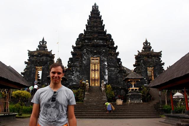 Una bonita puerta en Pura Besakih (Bali)