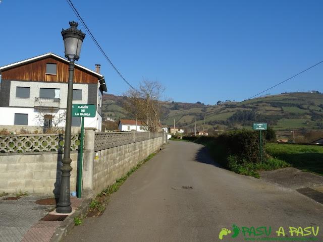 Saliendo de La Vega de Sariego en la ruta de las cercanías del Cielo