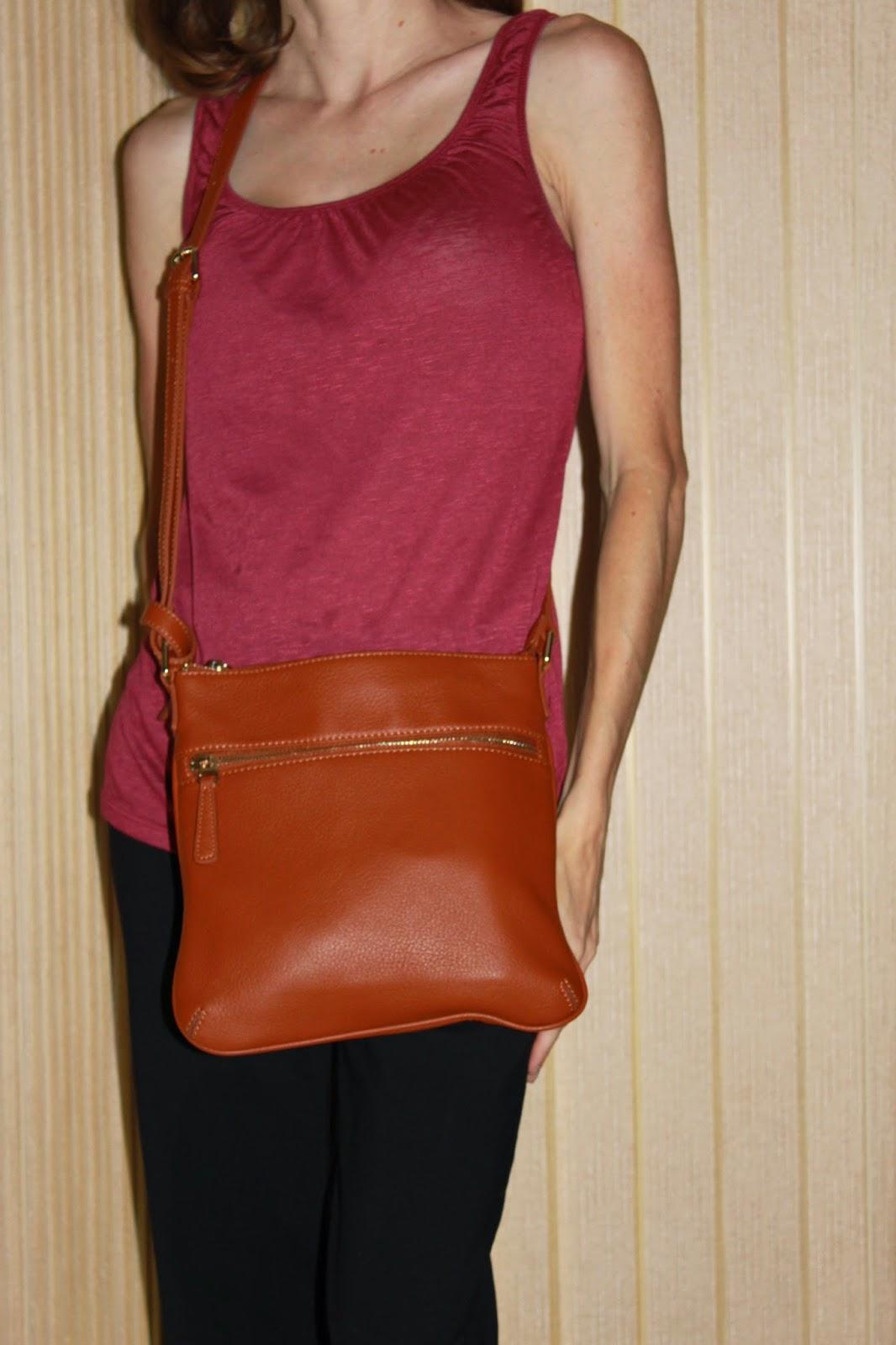 wearing SUSU Saxon Crossbody Handbag #review #ivysvariety
