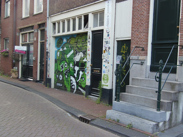 Garage Door Street Art/Graffiti. Amsterdam. http://psychologyfoodandfitness.blogspot.co.uk/2016/07/travel-diary-i-am-amsterdam.html