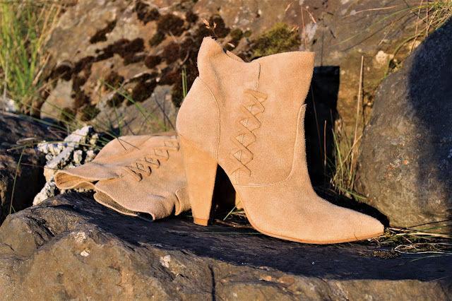 zara_suede_beige_boots