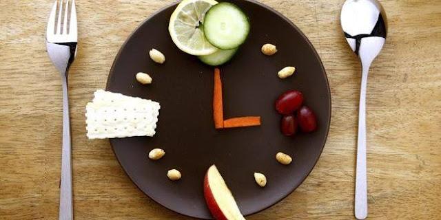 دراسة: تغيير مواعيد الوجبات يساعد في خسارة الوزن !!