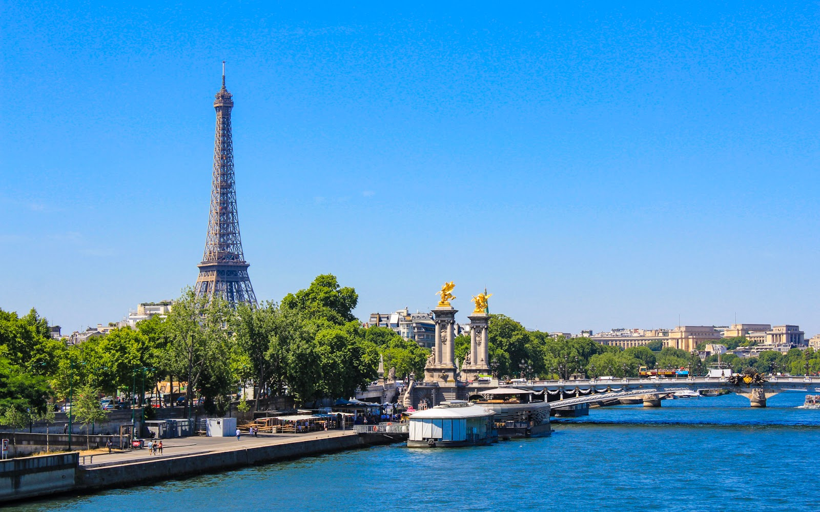 Want To Explore Paris By Bike? It's Easy!