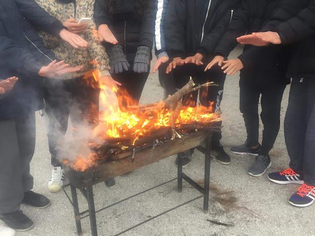 Ανάψαν φωτιές για να ζεσταθούν στο υπό κατάληψη Λύκειο Ερμιόνης - Γαληνός: Δεν υφίσταται απόσπαση καθηγητή Φιλολόγου