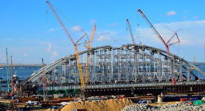 Росія перекрила Керченську протоку для будівництва моста