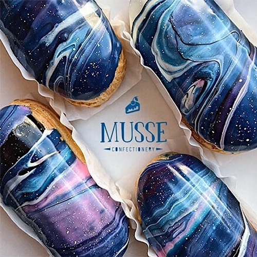09-Musse-Confectionery-Food-Art-Interstellar-Éclairs-that-map-the-Universe