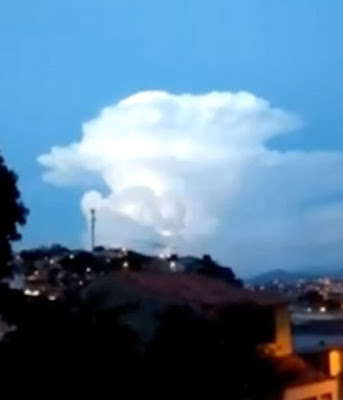 Before the eerie appearance of the UFO, a raging storm gathered above the sky