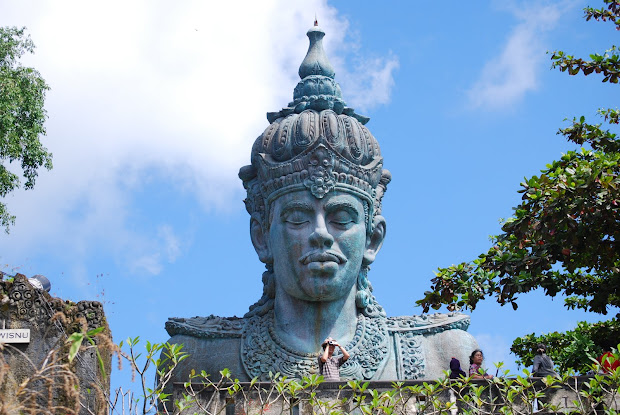Colossal Monuments And Statues World