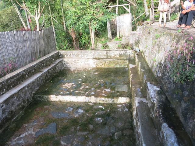 Kolam Pemandian Alami yang airnya lagi Kering pemandian air panas bukik gadang