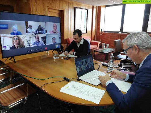 El consejero Sebastián Franquis coordina con los cabildos la creación de varias comisiones para la recuperación económica de las empresas de transporte en las islas
