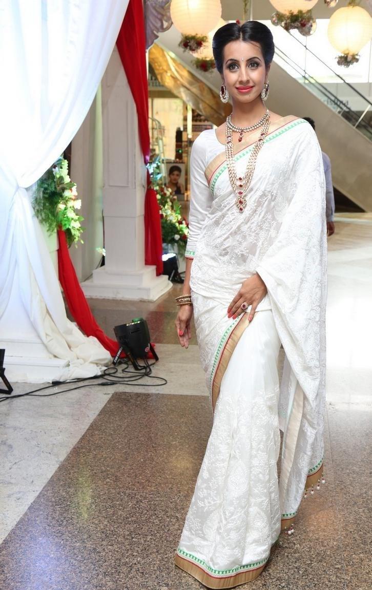 Tollywood Actress Hip Navel Show In White Saree Sanjana