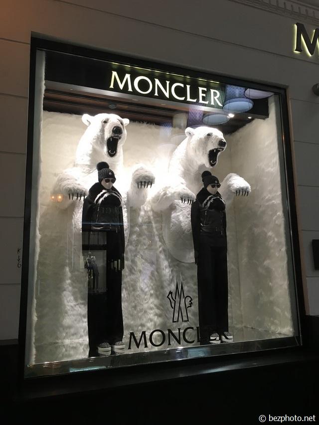 витрины moncler