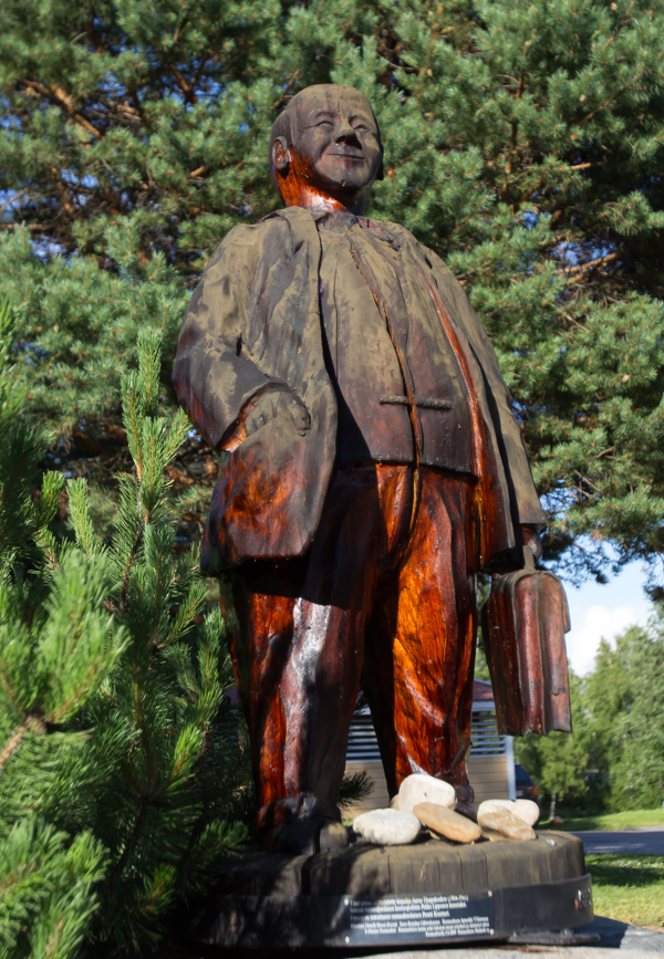 Rantasalmi patsas Pekka Lipponen puupatsas