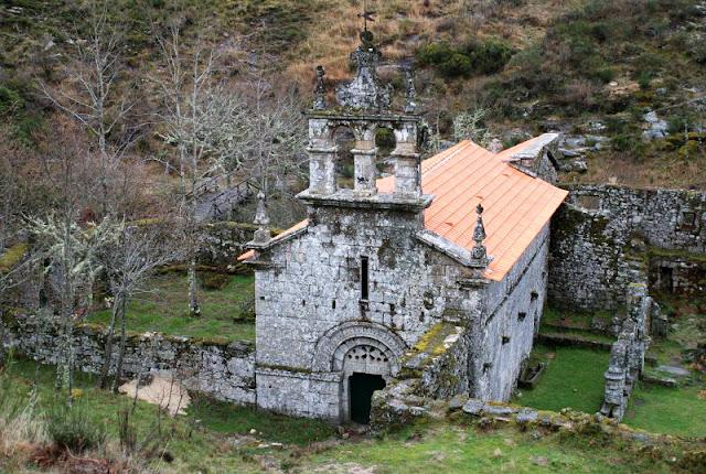 Mosteiro de Santa Maria das Júnias no Parque do Gerês