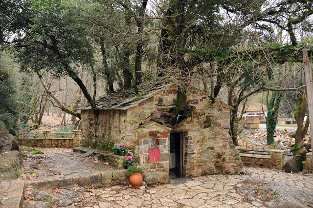 Η Καίτη Φίνου επισκέφθηκε το εκκλησάκι της Αγίας Θεοδώρας