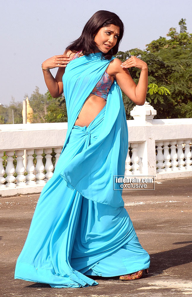 Kamalini mukherjee deep cleavage show intentionally - 1 5