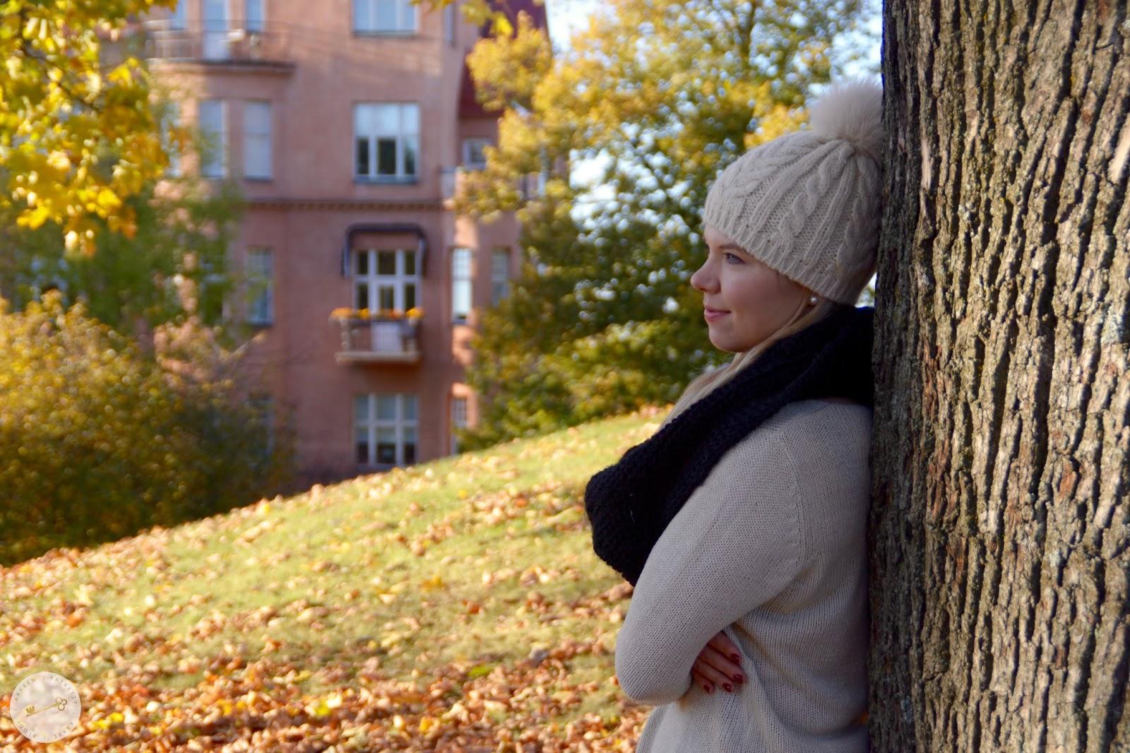 Minä kauniissa Turun Puolalan puistossa. Varpublogit sydän Turku!