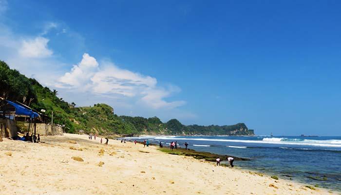 Pantai Nampu dengan Pasir Putihnya