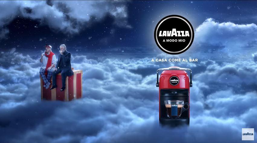 Modello e modella Lavazza pubblicità Maurizio Crozza, Jolie e il regalo di Natale perfetto con Foto - Testimonial Spot Pubblicitario Lavazza 2016