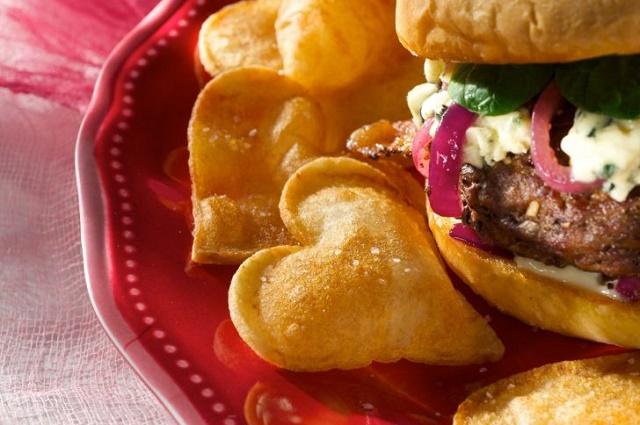 Make-Valentine-s-Day-Heart-sepada-french-fries