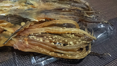スルメイカのゲソ。あぶって食べますが。