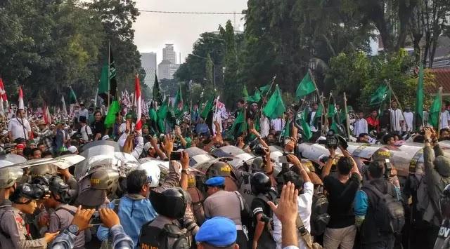 Diduga Provokator, Seorang Pria Diamuk Demonstran 4 November