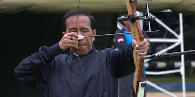 Jokowi memopulerkan panahan.