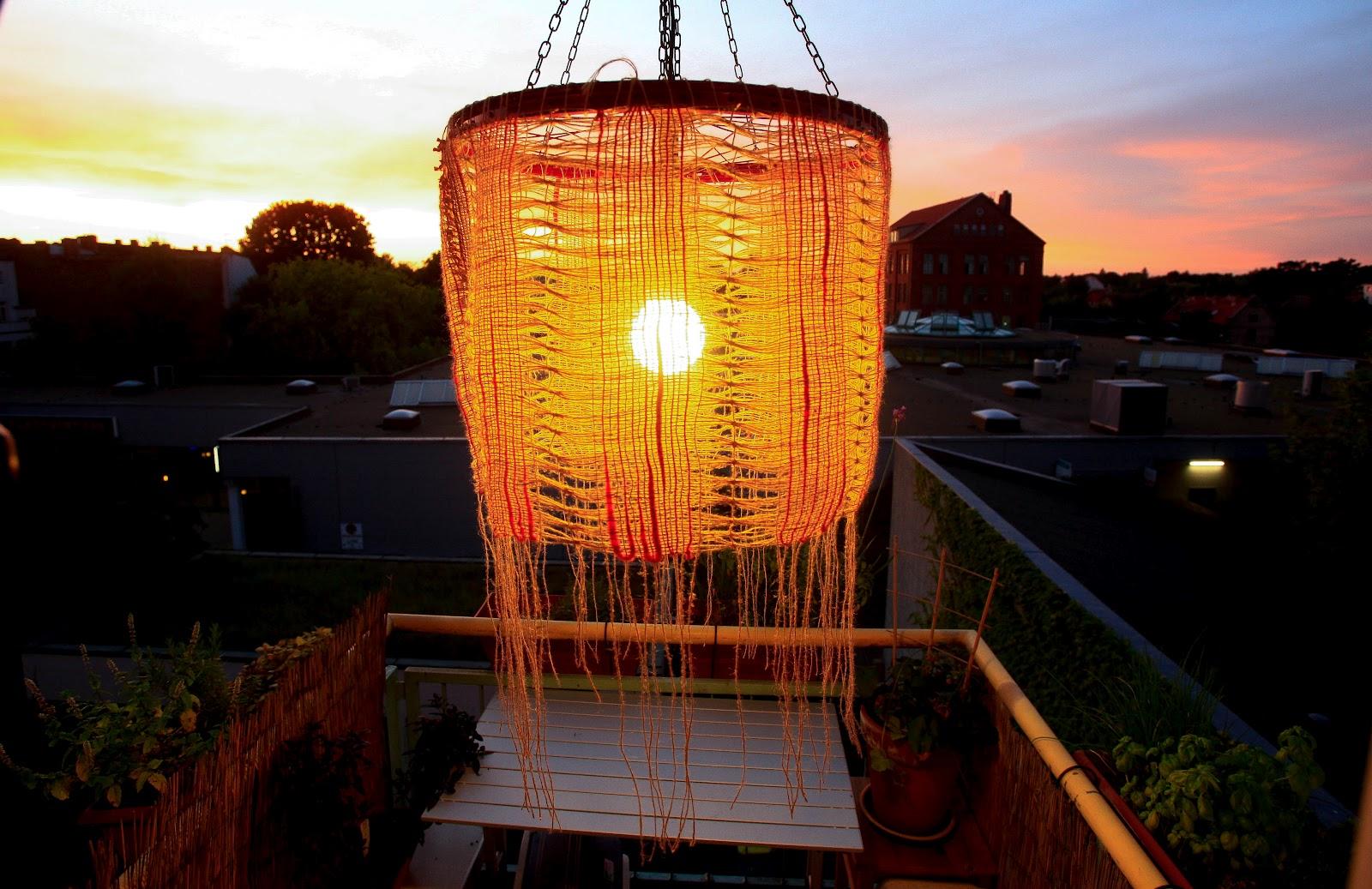 lampe aus wolle diy lampenschirm aus wolle 25 einzigartige lampe selber machen aus wolle ideen. Black Bedroom Furniture Sets. Home Design Ideas