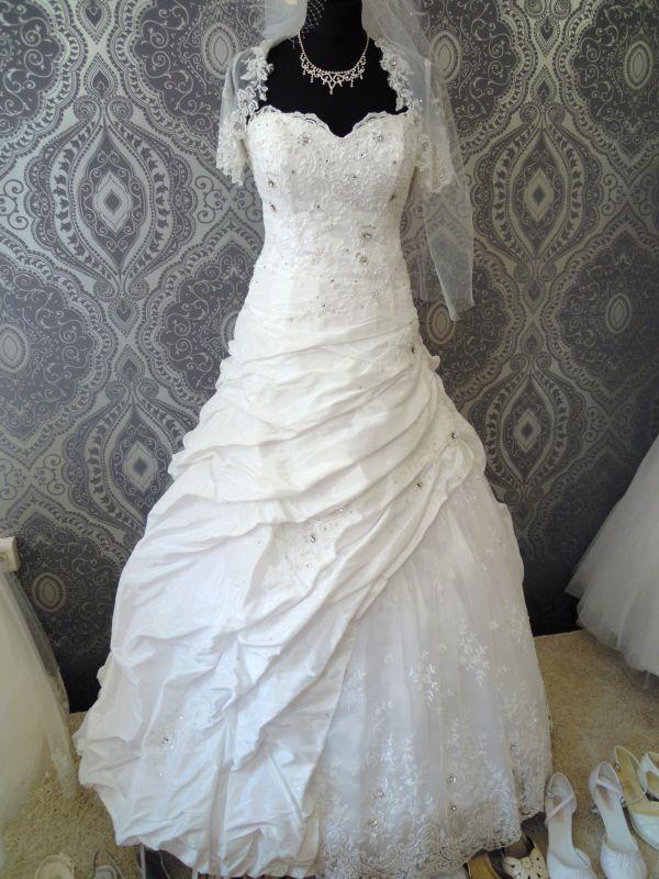 Poważne suknie ślubne - vestido: Suknia ślubna - koronkowe plecy, kamienie DG71
