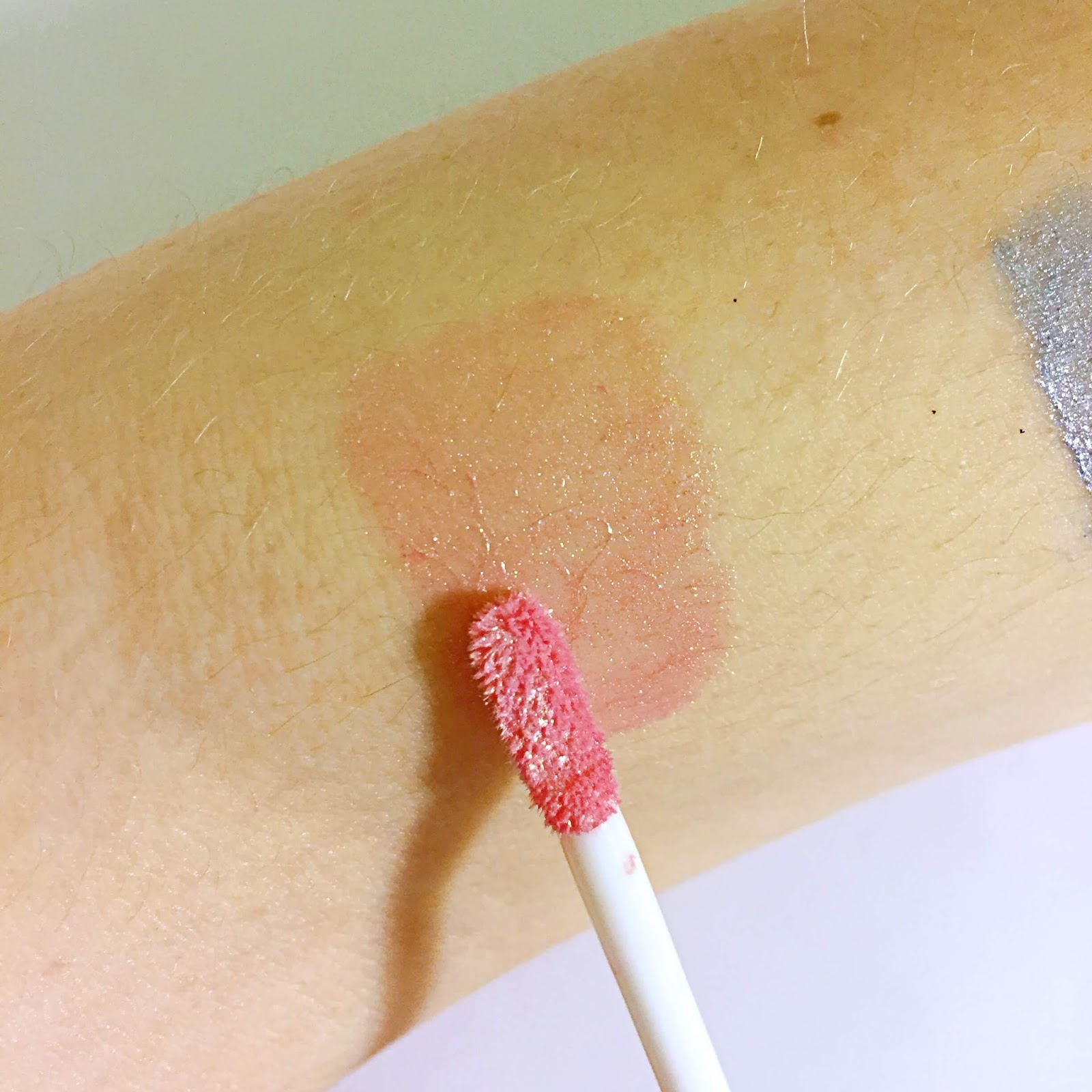 wet n wild megalast Liquid Catsuit Liquid Eyeshadow Mystic Dreamer swatch