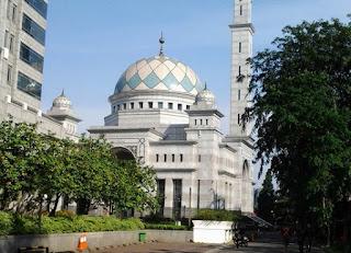 http://www.teluklove.com/2017/04/daya-tarik-objek-wisata-masjid-baitul.html