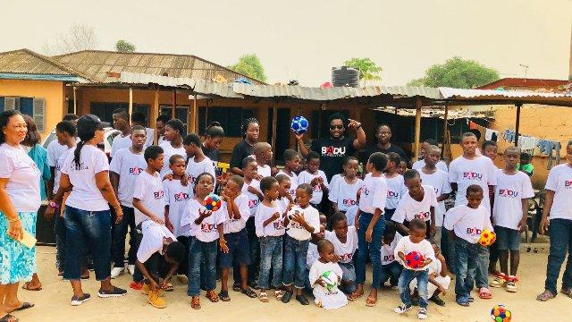 Photos : Sonnie Badu Adopts Chosen Children Center Orphanage
