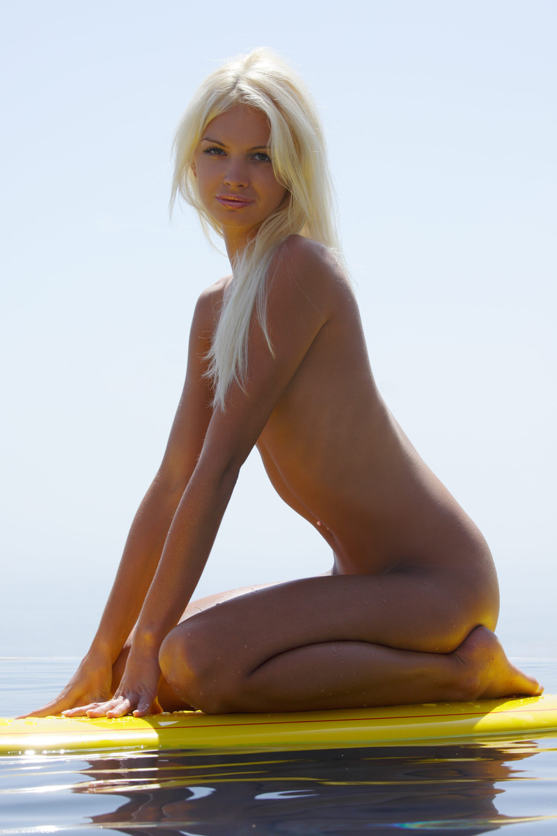 nude blonde surfer girl