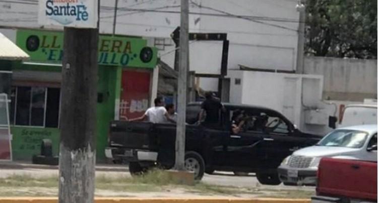 """EXHIBEN """"DESCARADO"""" CARTEL DEL GOLFO EJECUTAN A PLENA LUZ DEL DÍA"""
