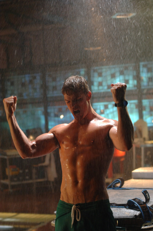 Yes Please Alan Ritchson as Aquaman on Smallville