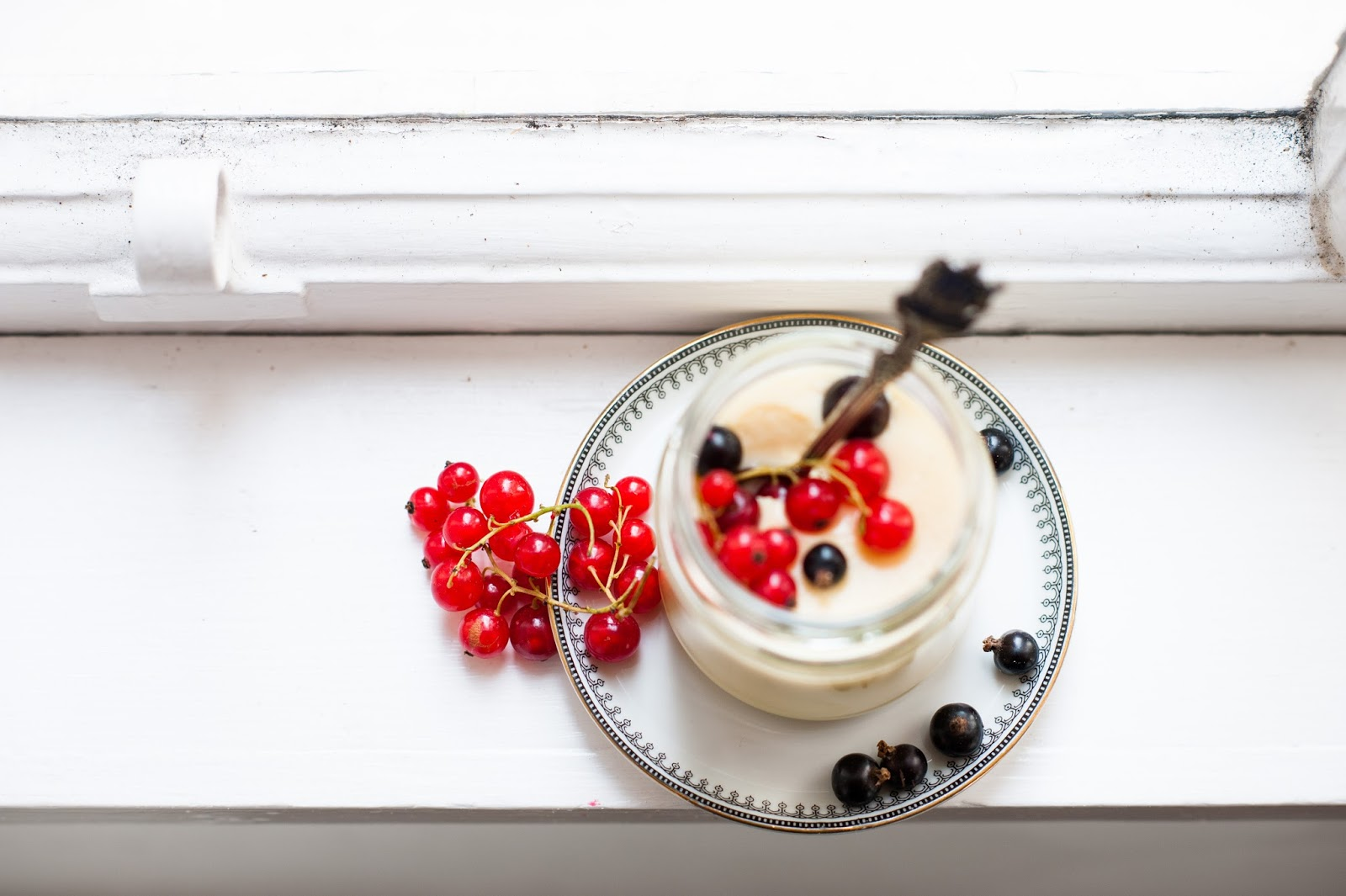 Can you help me get a quick and easy dessert recipe for when my friends come overr?