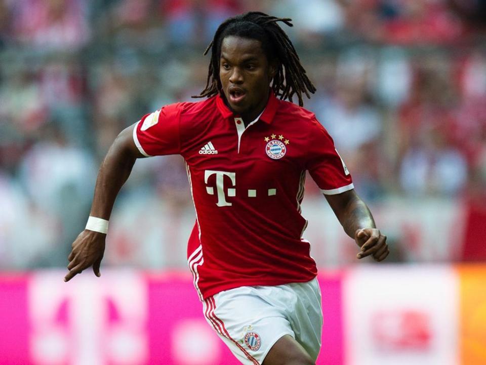 Renato Sanches bắt đầu sự nghiệp thi đấu chuyên nghiệp khi mới 19 tuổi
