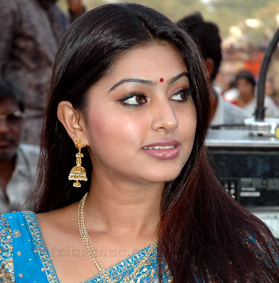 High Definition Wall Papers Sneha Pics-3057