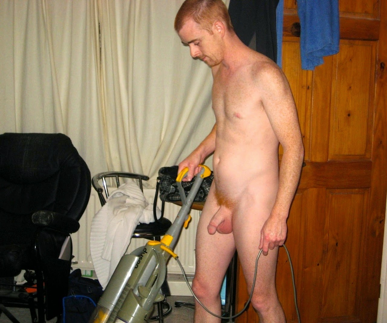 Men cleaning in the nude — img 10