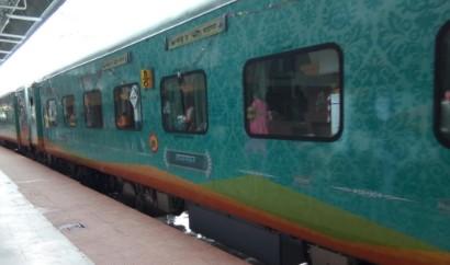 12572 GKP HUMSFAR Anand Vihar Terminal to Gorakhpur