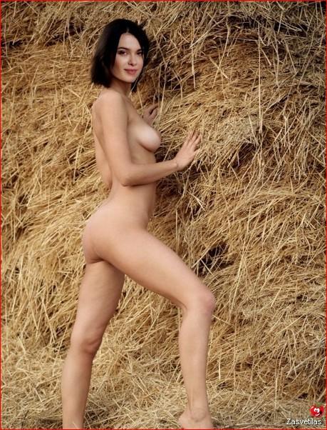 Елена Темникова голая попка