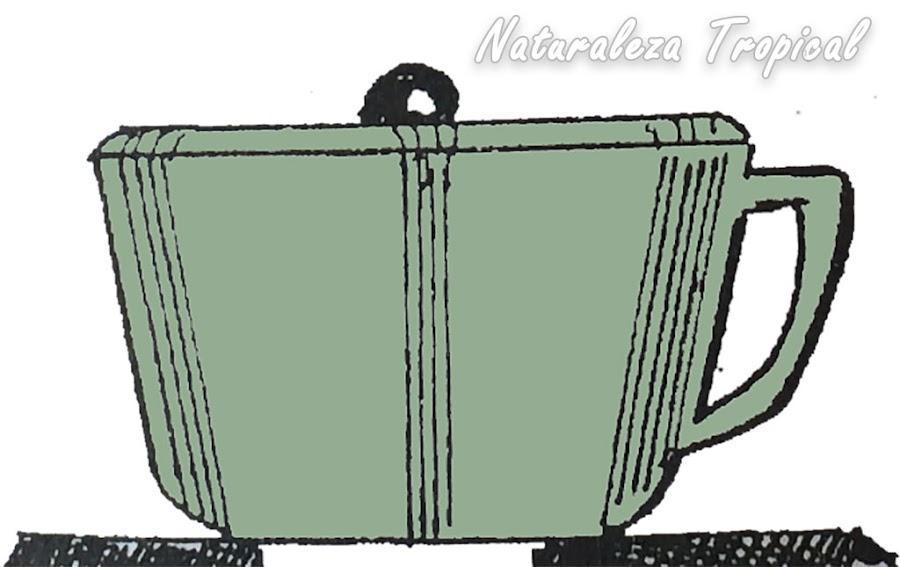 Tapado del recipiente del cocimiento para esperar que se enfríe