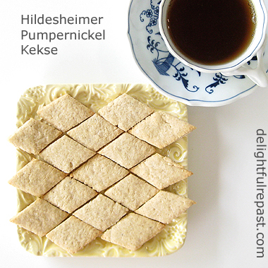 Hildesheimer Pumpernickel Kekse - A Traditional German Cookie / www.delightfulrepast.com