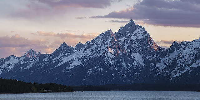 photograph of the Grand Tetons from Jacksaon Lake