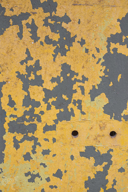 texture: fading yellow paint