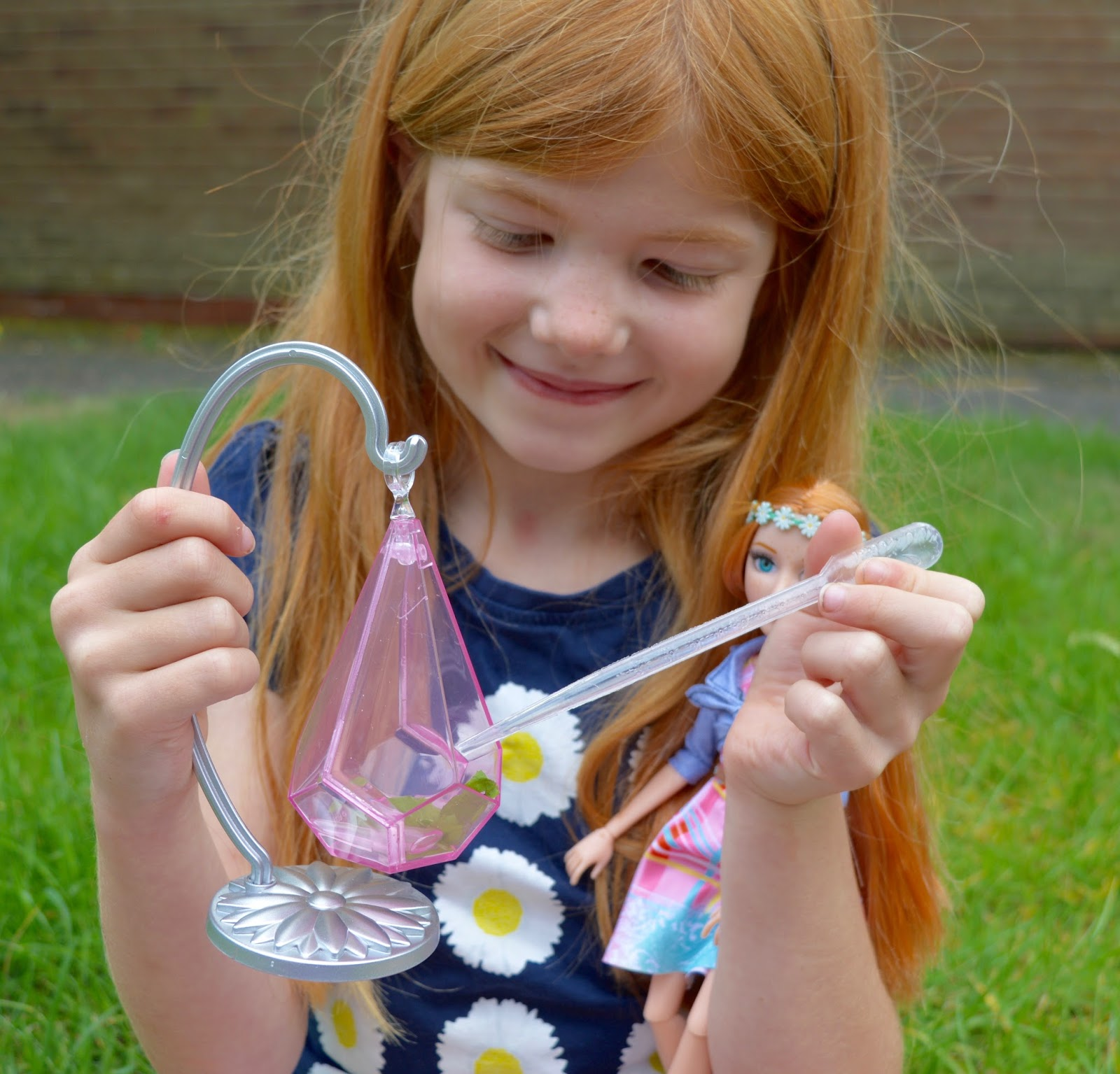 Encouraging our children into science - Project Mc2 experiment dolls review